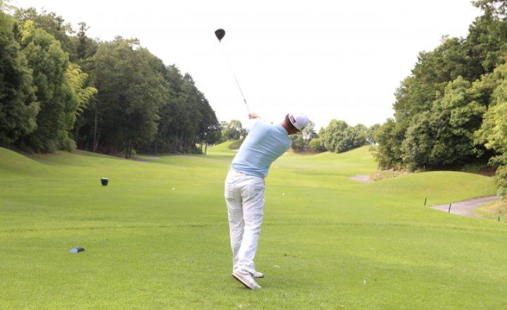 自宅で簡単!ゴルフの飛距離を劇的にアップする素振りの練習方法!