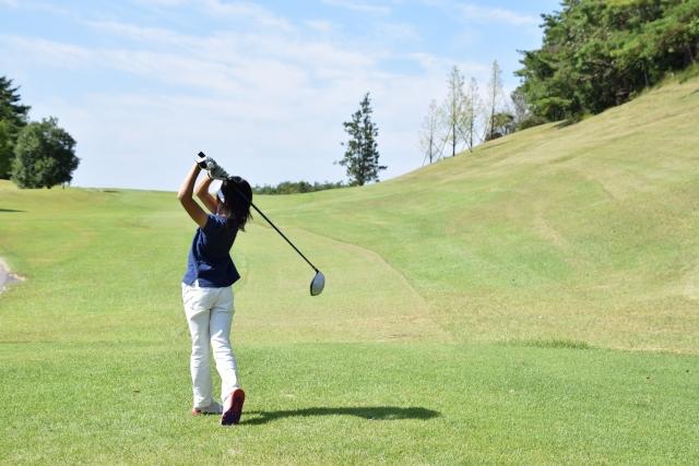 2. ゴルフシューズのソールのスパイクの形状の選び方