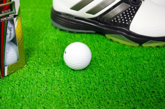 2. ゴルフのスパイクレスシューズの特徴と選び方