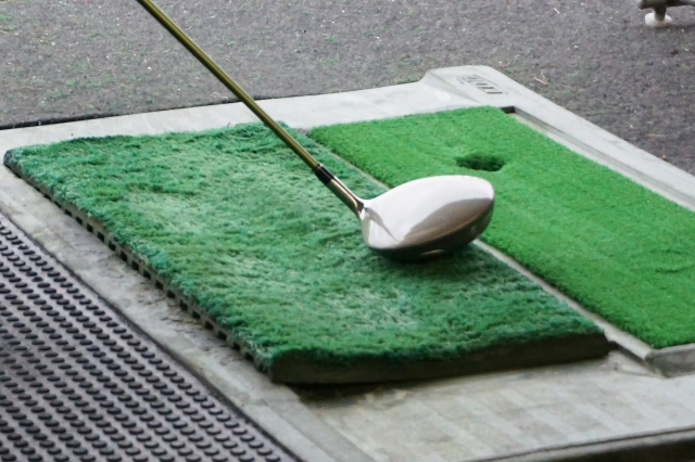 1. ゴルフクラブで素振りして飛距離アップする方法