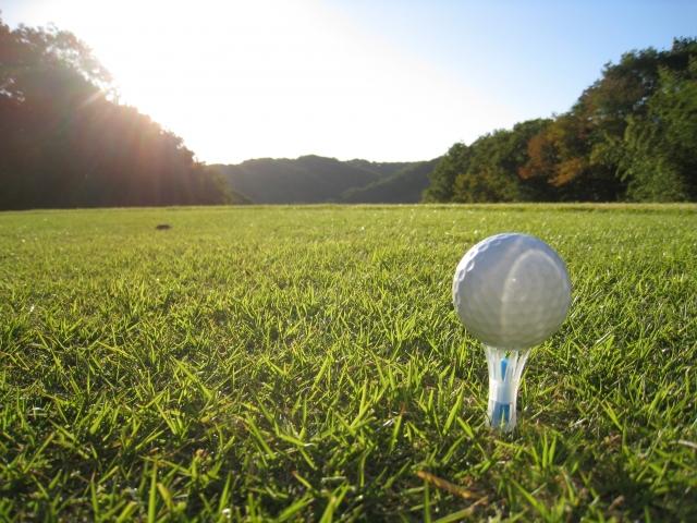 1. ゴルフティーを斜めに挿すと飛距離アップする理由