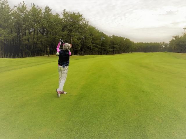 1. 多くのゴルファーがスプーンの打ち方に苦戦する原因はアッパーブローにあった!
