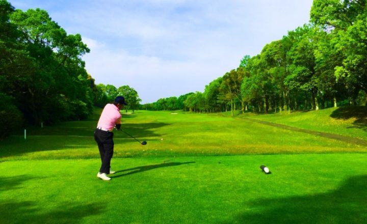 ゴルフのティーを斜めに挿して飛距離アップ!その理由とおすすめのティーを紹介!