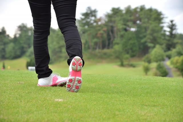 1. ゴルフのスパイクシューズの特徴と選び方