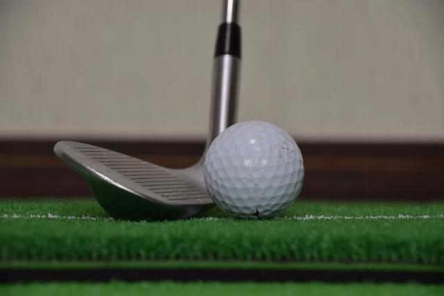 1. サンドウェッジのソールに刻まれている角度とはゴルフクラブのロフト角のこと