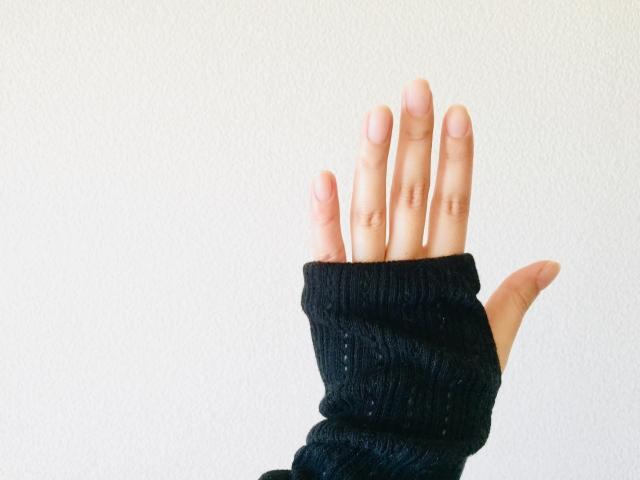 4. ハンドカバーで右手の手の甲の日焼け対策
