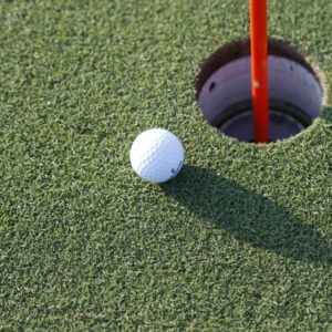 ゴルフ初心者の最初の壁!120切り達成のためのラウンドのコツと上達方法!