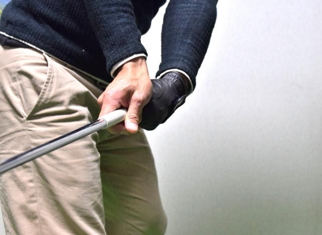 1. ゴルフでスライスしやすいコックの方向とは