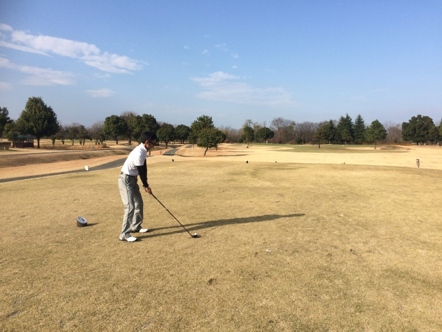 2. ゴルフでフックしやすいコックの方向とは