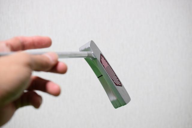 4. 両面テープと新品のグリップの中に潤滑スプレーを吹きかける