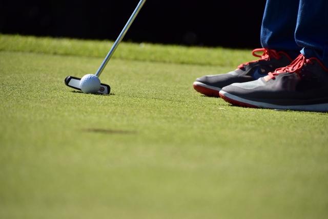3. パターでゴルフボールをまっすぐに打ち出す打ち方のコツ