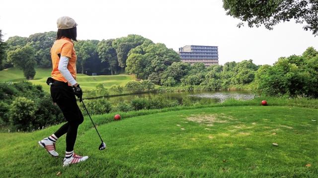 3. 秋のゴルフ場での女性の服装マナー
