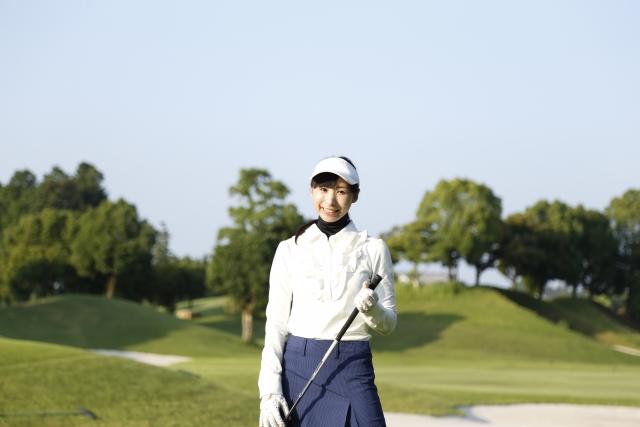 1. 秋のゴルフ場を上手にコーデする女性の服装のポイント