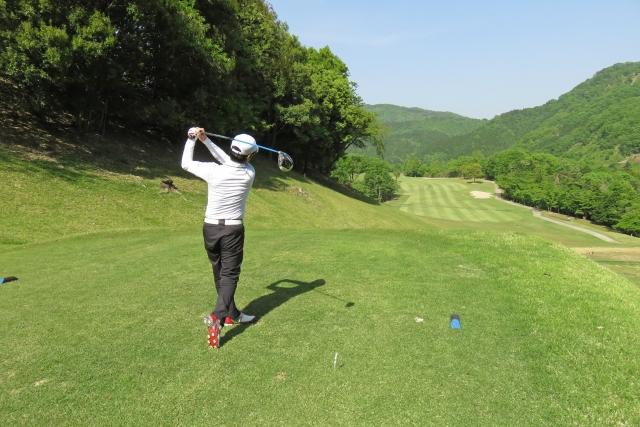 2. 男性アマチュアゴルファーのドライバーの飛距離の平均