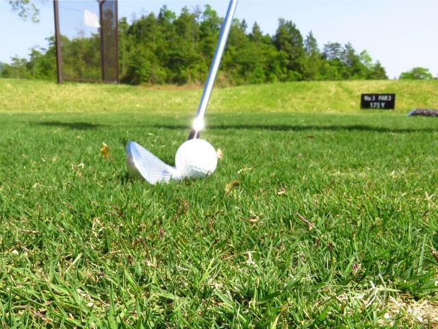3. 7番アイアンのアドレスでのゴルフボールの位置