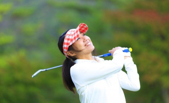 ゴルフは帽子なしでラウンドしても良いの?被らないとマナー違反になる?