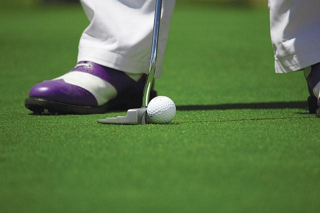 2. アドレスを正面から見た時の正しいゴルフボールの位置