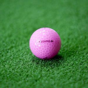 レディース向けゴルフボールの違いって何かあるの?実は女性に嬉しい工夫がいっぱい!