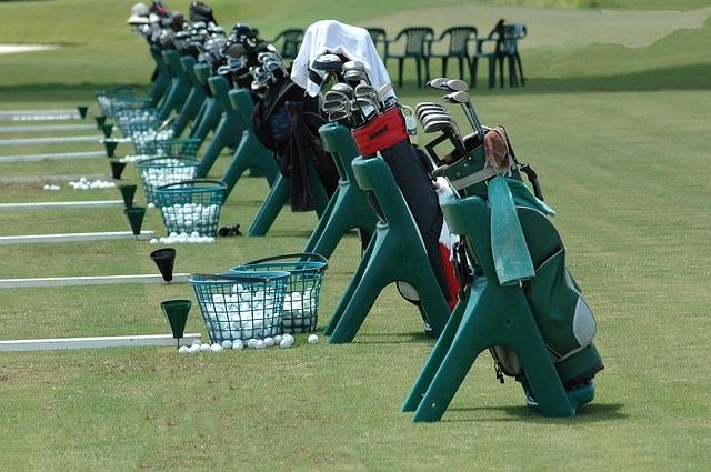 1. ゴルフ場でキャディバッグのカバーは外すべき?